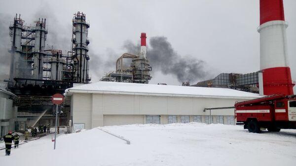 На месте пожара на производственной площадке Уфимского нефтеперерабатывающего завода