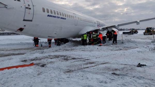 В Шереметьево самолет выкатился за пределы ВПП. 13.01.2019