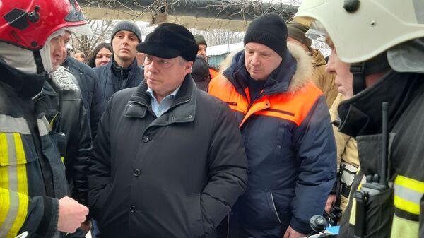 Губернатор Ростовской области Василий Голубев на месте взрыва бытового газа в городе Шахты
