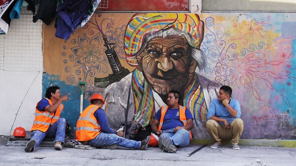 Рабочие в районе исторического центра Сан-Сальвадора