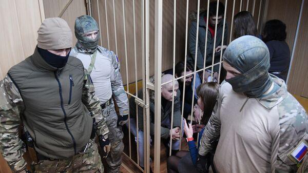 Задержанные украинские моряки общаются с адвокатами в Лефортовском суде Москвы