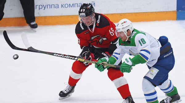 Игровой момент матча Авангард - Салават Юлаев