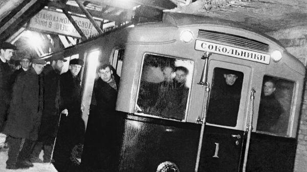 Первый поезд Московского метро совершает пробный рейс
