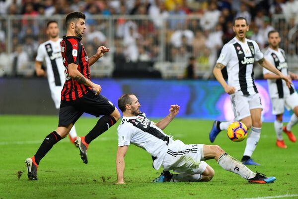 Игровой момент матча за Суперкубок Италии Ювентус - Милан