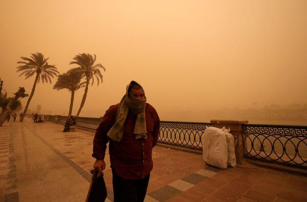 Песчаная буря в Каире