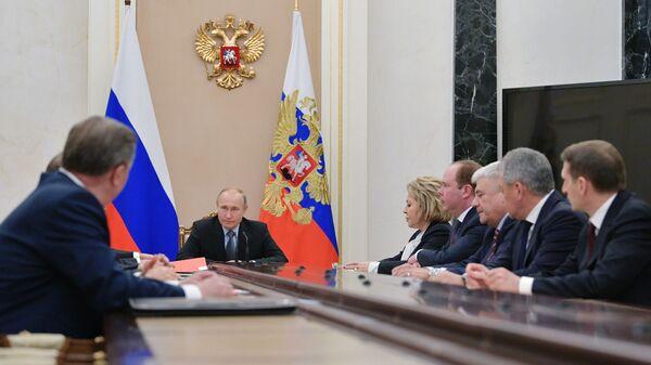 Президент РФ Владимир Путин проводит совещание с постоянными членами Совета безопасности РФ. 18 января 2019
