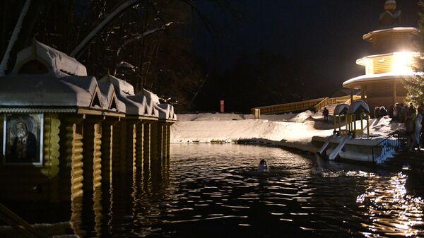 Ночные крещенские купания в источнике Серафима Саровского в Девеево. 18 января 2019