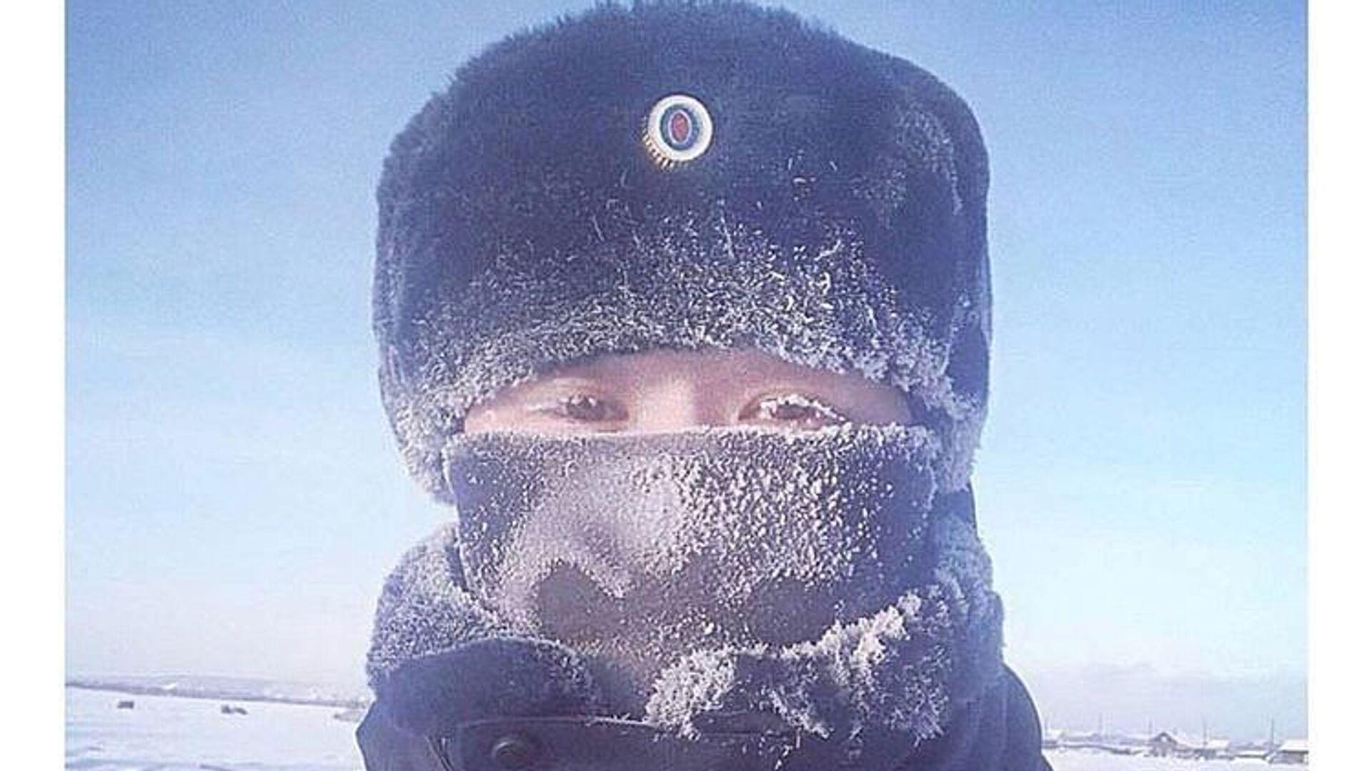 Флешмоб с фотографиями заснеженных от мороза ресниц организовали сотрудники правоохранительных органов Якути - РИА Новости, 1920, 02.10.2020