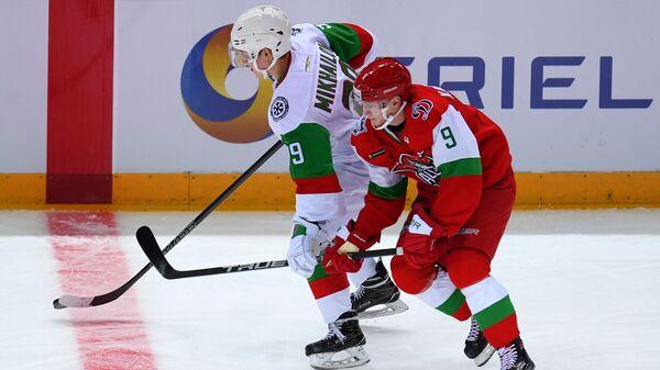 Игрок команды дивизиона Чернышева Никита Михайлов (слева) и игрок команды дивизиона Боброва Дмитрий Кагарлицкий
