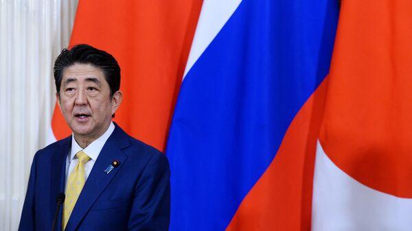 Премьер-министр Японии Синдзо Абэ на пресс-конференции по итогам встречи в Москве с президентом РФ Владимиром Путиным