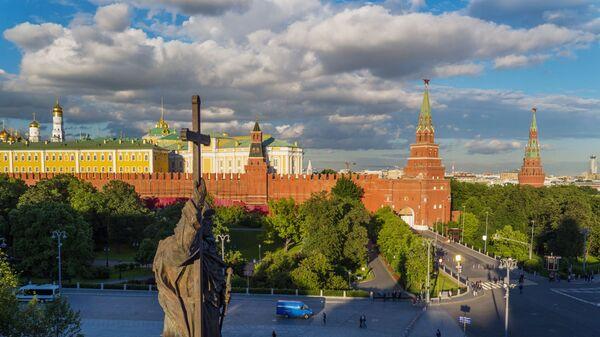 Памятник Владимиру Великому на Боровицкой площади в Москве