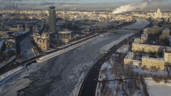 Река Москва и Московский международный Дом музыки