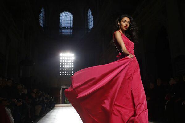 Показ коллекции Julien Fournie на Неделе моды Haute Couture в Париже