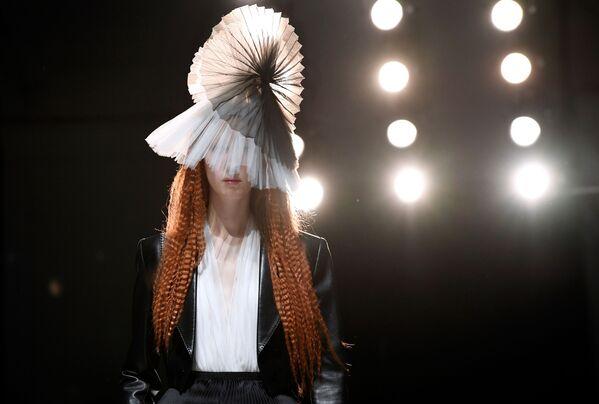 Показ коллекции Jean-Paul Gaultier на Неделе моды Haute Couture в Париже