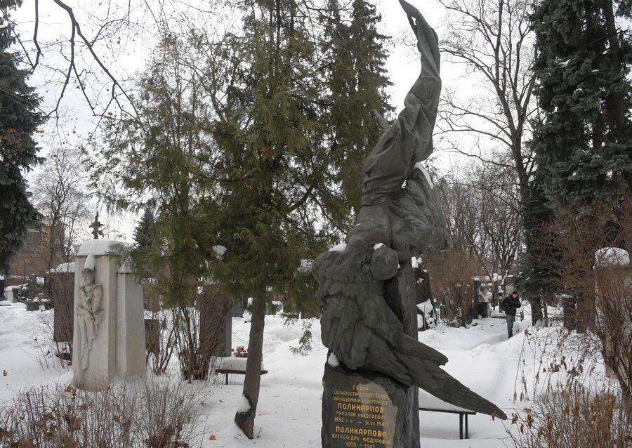 Памятник Николаю Поликарпову