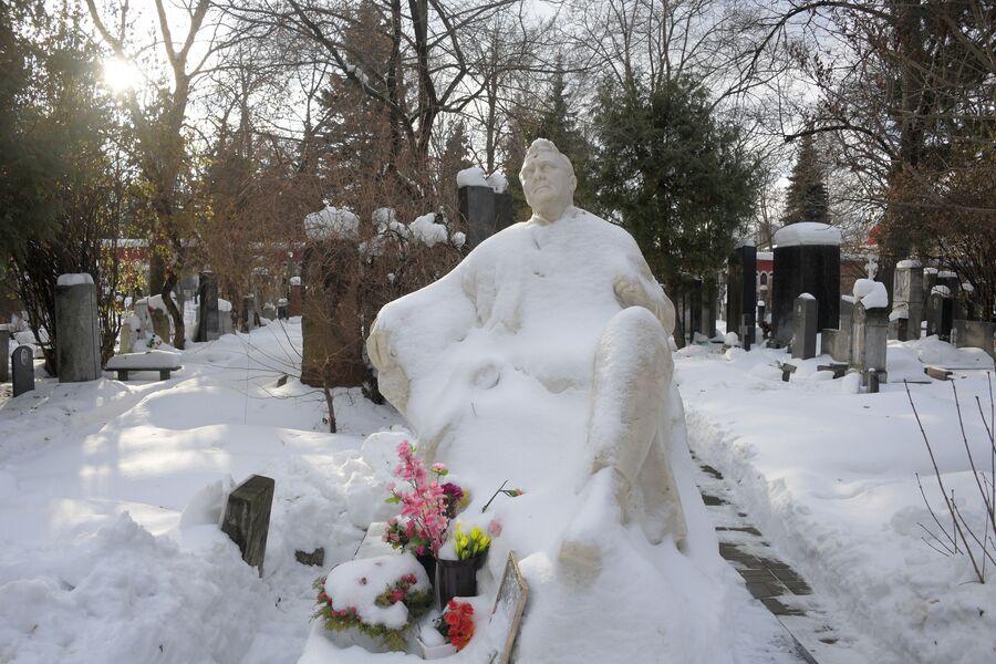 Памятник на могиле Федора Ивановича Шаляпина