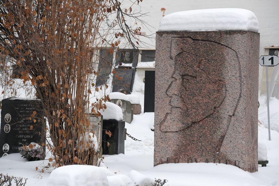 Памятник архитектору Льву Рудневу