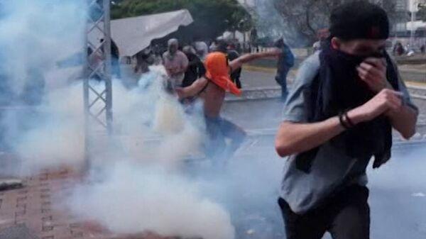 Кровь и хаос на улицах Каракаса: попытка госпереворота в Венесуэле