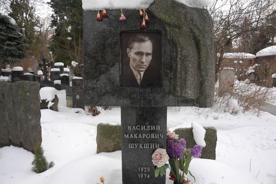 Памятник В. М. Шукшину