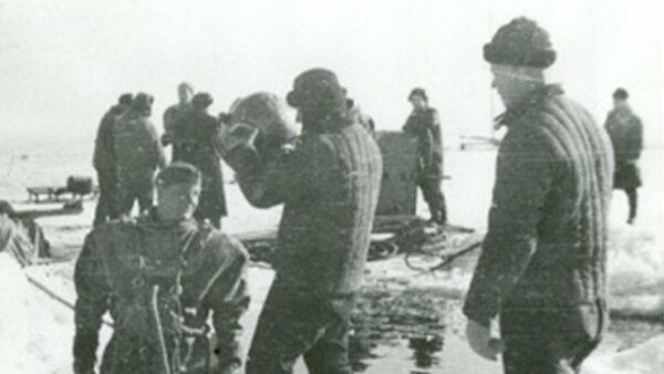 Строительство подводного трубопровода по дну Ладожского озера, 1942-й год