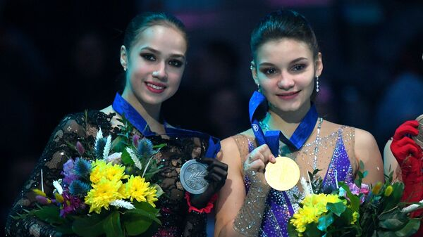 Алина Загитова, Софья Самодурова и Вивека Линдфорс (слева направо)