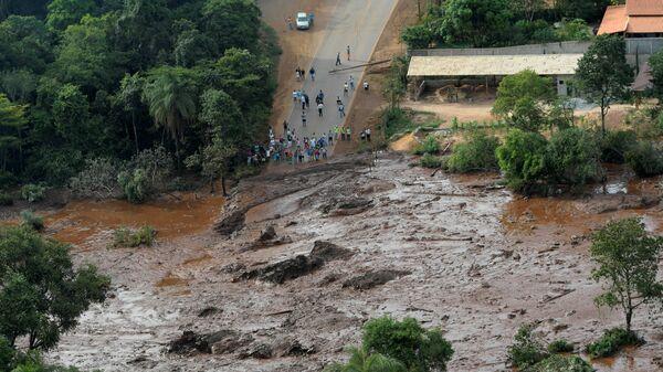 Последствия прорыва плотин на шахте корпорации Vale в штате Минас-Жерайс, Бразилия. 25 января 2019