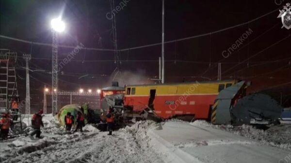 Снегоуборочный поезд столкнулся с грузовым под Самарой