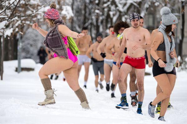 Участники забега в нижнем белье в Белграде, Сербия