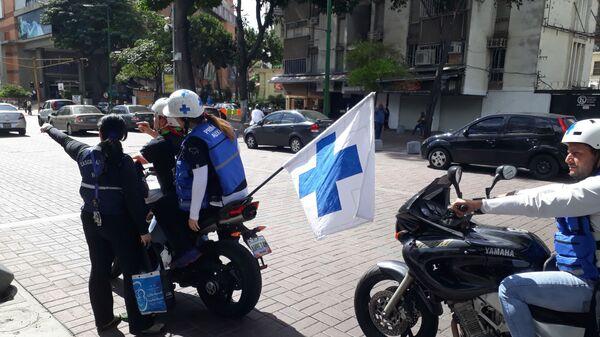 Добровольные медики на митинге оппозиции в Каракасе