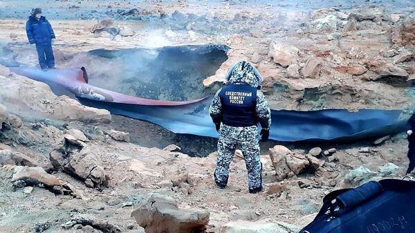 Сотрудник СУ СК России на месте возгорания в Намском районе магистрального газопровода высокого давления