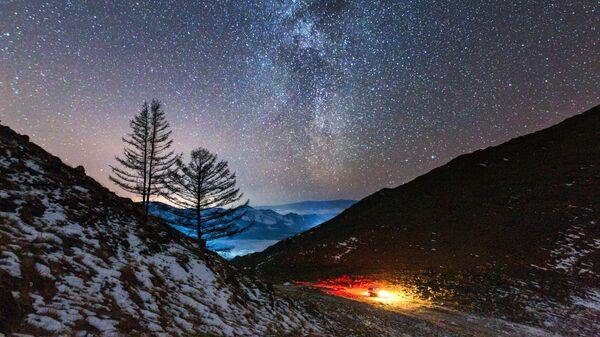 Млечный путь в долине реки Анга, которая впадает в озеро Байкал