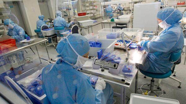 Сотрудники производства на территории особой экономической зоны Дубна