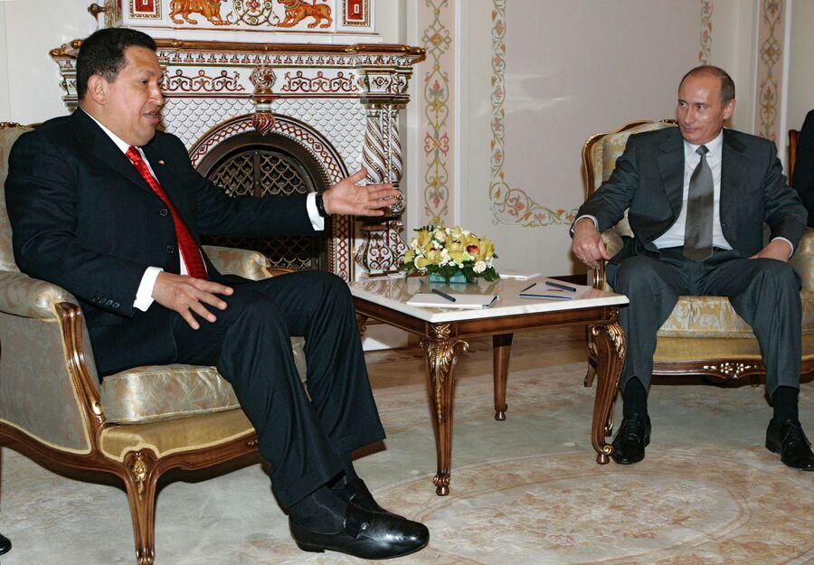 Президенты Венесуэлы Уго Чавес и России Владимир Путин во время встречи в Ново-Огарево. 2007 год