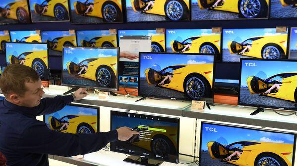 Телевизоры в магазине электроники