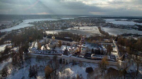 Вид на Саввино-Сторожевский монастырь, расположенный в двух километрах западнее города Звенигорода Московской области