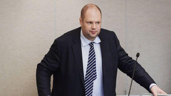 Заместитель министра юстиции РФ Юрий Любимов на пленарном заседании Государственной Думы РФ