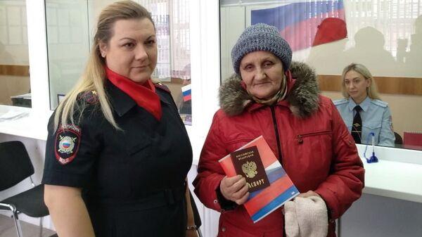 Омская пенсионерка получила паспорт гражданина России