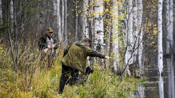 Мужчины во время охоты