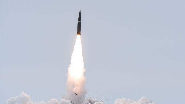 Пуск баллистической ракеты с полигона Капустин Яр