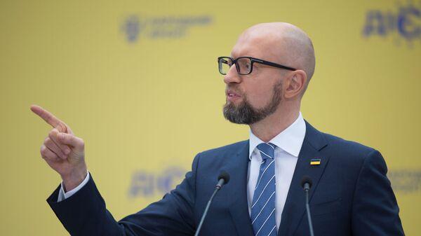 Бывший премьер-министр Украины, лидер партии Народный фронт  Арсений Яценюк
