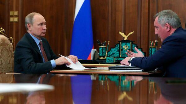 Владимир Путин и генеральный директор госкорпорации Роскосмос Дмитрий Рогозин во время встречи. 4 февраля 2019