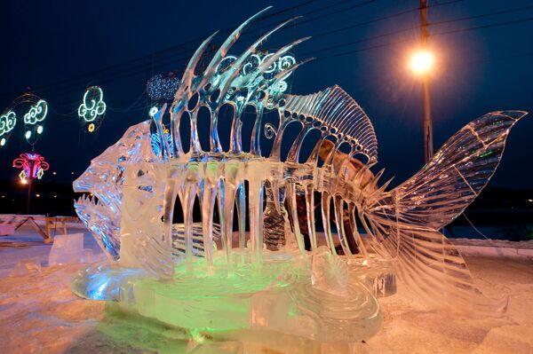 Скульптура, представленная на первом международном фестивале-конкурсе ледовых скульптур Волшебный лед Сибири в Красноярске