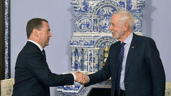 Дмитрий Медведев и президент Международной организации по стандартизации Джон Уолтер во время встречи. 5 февраля 2019