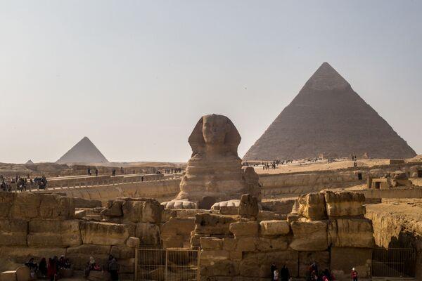 Сфинкс и пирамиды в Эль-Гизе