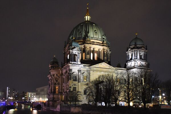 Домский собор - Берлинский кафедральный собор на Музейном острове на реке Шпре в Берлине