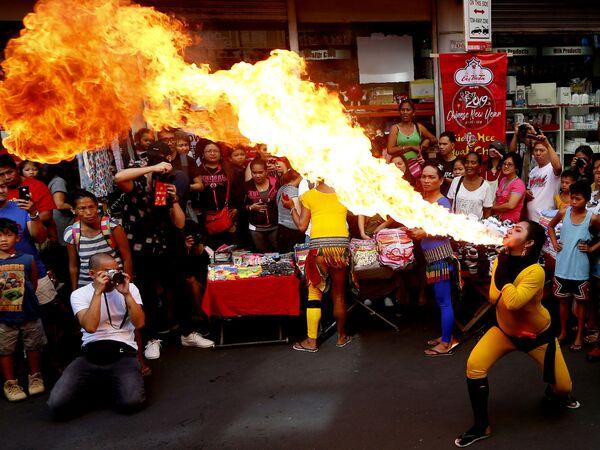 Празднование Лунного Нового года в китайском квартале Манилы, Филиппины