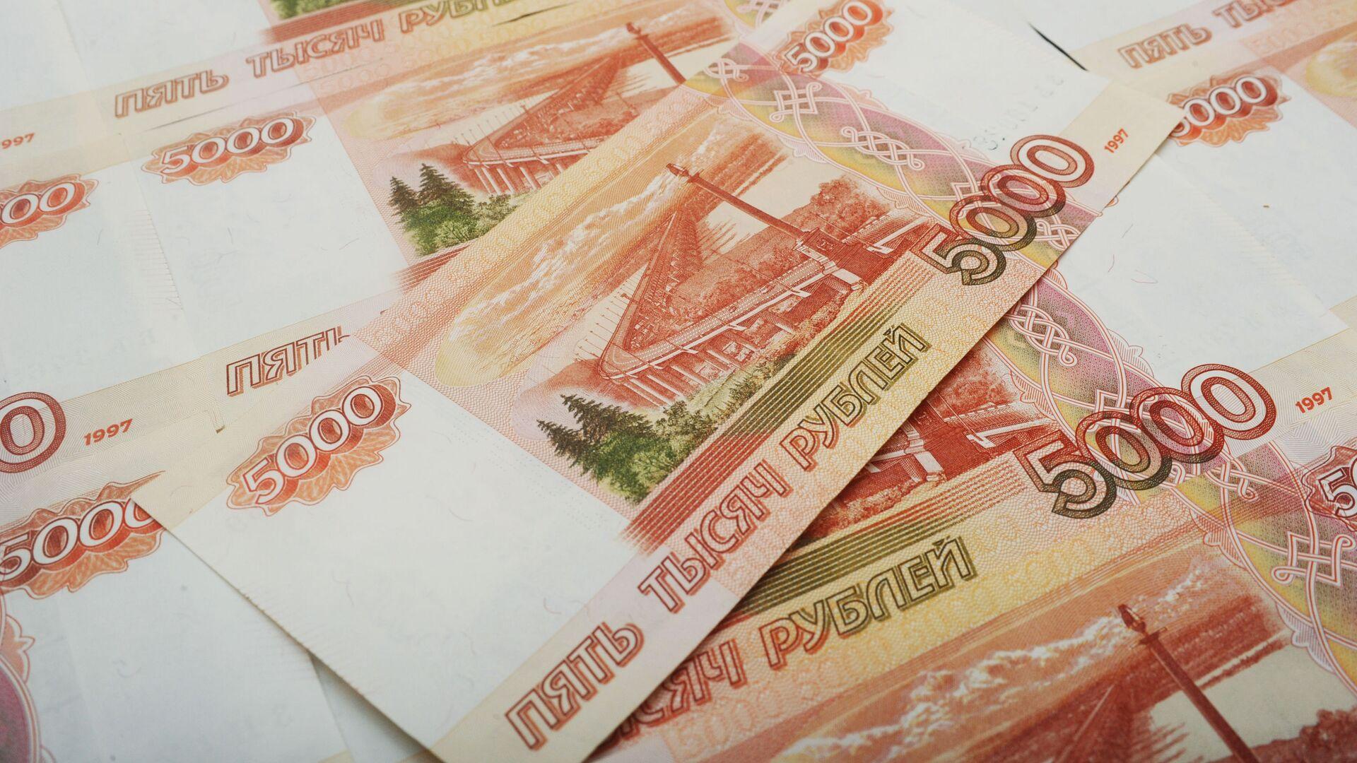 Банкноты номиналом 5000 рублей - РИА Новости, 1920, 24.03.2021