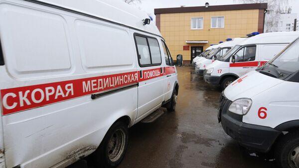 ВПетербурге после падения наледи госпитализировали девочку-подростка