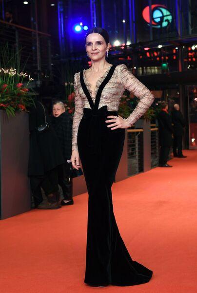 Президент жюри, актриса Жюльет Бинош на красной дорожке церемонии открытия 69-го Берлинского международного кинофестиваля Берлинале - 2019