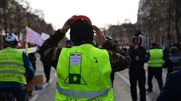 Участники акции протеста жёлтых жилетов в Париже. 9 февраля 2019
